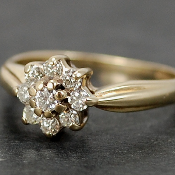 Vintage 9ct Yellow Gold Diamond Daisy Cluster Ring in Vintage Jewellery from Coopers Jewellery, North Devon