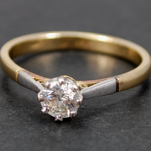 Vintage 18ct and Platinum Single Stone Diamond Ring in Vintage Jewellery from Coopers Jewellery, North Devon