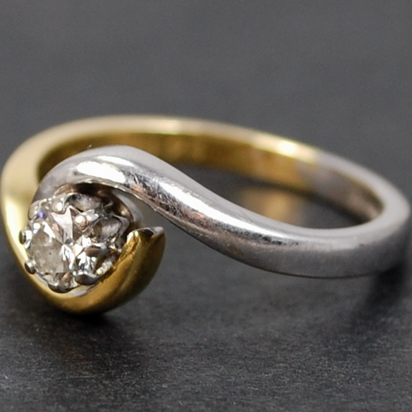 18ct 2 Colour Gold Crossover Diamond Ring in Vintage Jewellery from Coopers Jewellery, North Devon