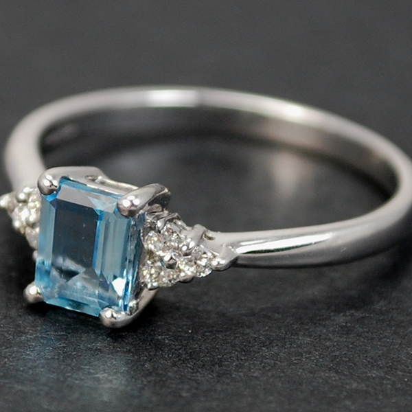 18ct White Gold Aquamarine and Diamond Ring in Modern Jewellery from Coopers Jewellery, North Devon
