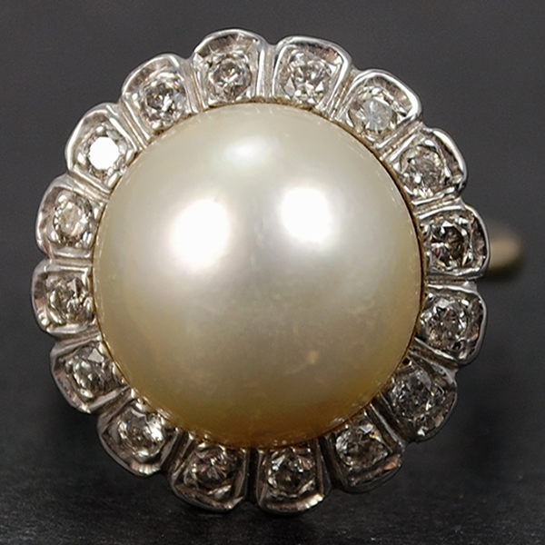 18ct White Gold Pearl and Diamond Cluster Ring in Vintage Jewellery from Coopers Jewellery, North Devon