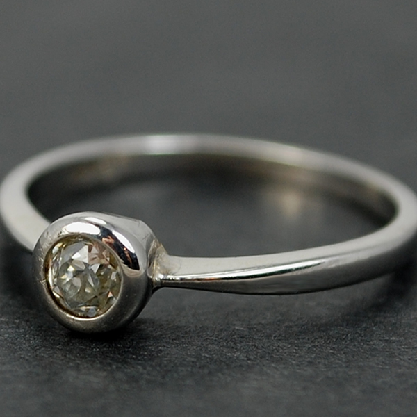 18ct White Gold 0.25 Carat Single Stone Diamond Ring in Vintage Jewellery from Coopers Jewellery, North Devon