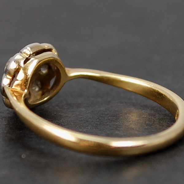 Victorian 18ct Yellow Gold Daisy Cluster Ring in Antique Jewellery from Coopers Jewellery, North Devon