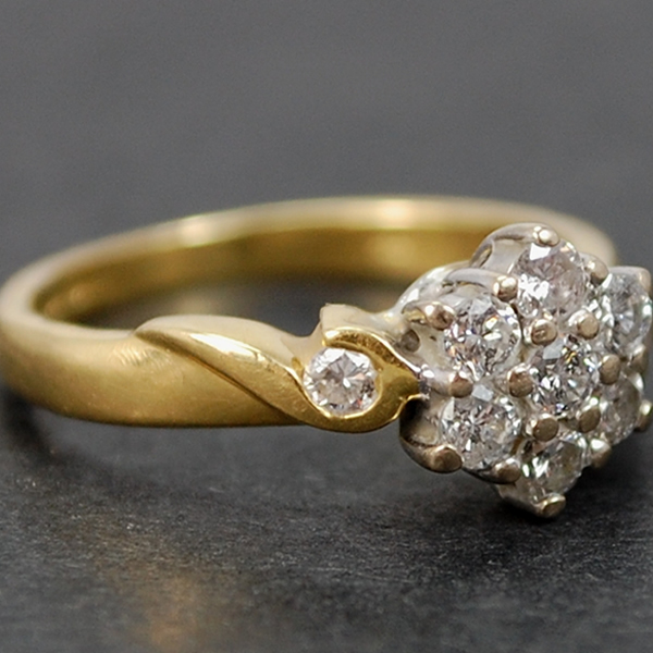 Vintage 18ct Yellow Gold Diamond Cluster Ring in Vintage Jewellery from Coopers Jewellery, North Devon