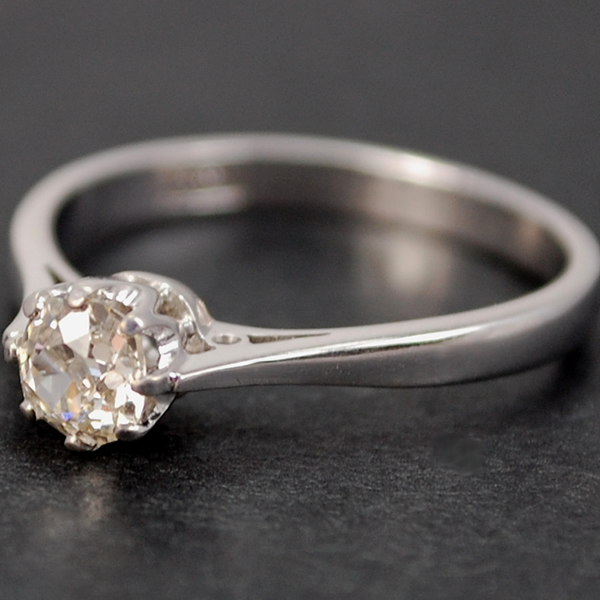Vintage 18ct White Gold Old Cut Diamond Solitaire Ring in Vintage Jewellery from Coopers Jewellery, North Devon