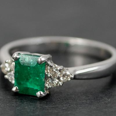 18ct White Gold Emerald and Diamond 7 Stone Ring in Modern Jewellery from Coopers Jewellery, North Devon